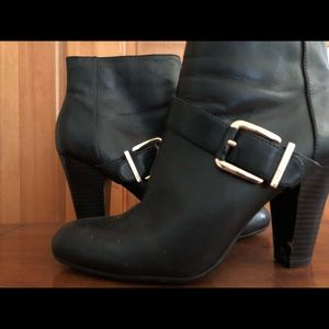 DuPont black leather short cut high heel boots